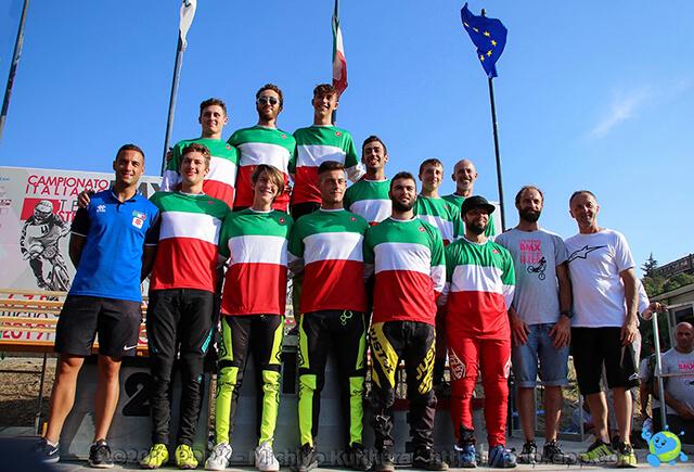 Foto di gruppo Campioni Italiani BMX e Cruiser 2019